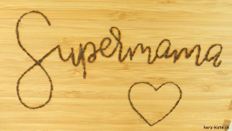 Supermama - Handlettering mit einem Brandkolben auf Holz zum Muttertag