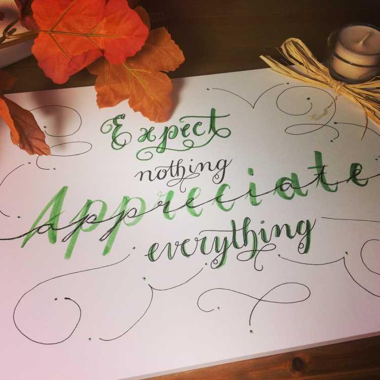 Handlettering in schwarz und grün - expect nothing appreciate everything