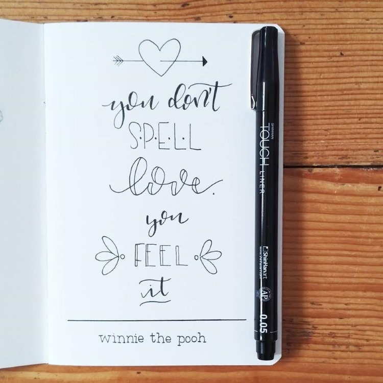 Handlettering in schwarz - you don't spell love you feel it