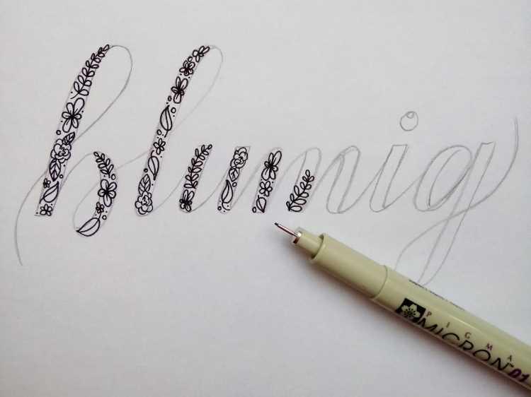 Blumen in die dicken Abstriche der Faux Calligraphy zeichnen