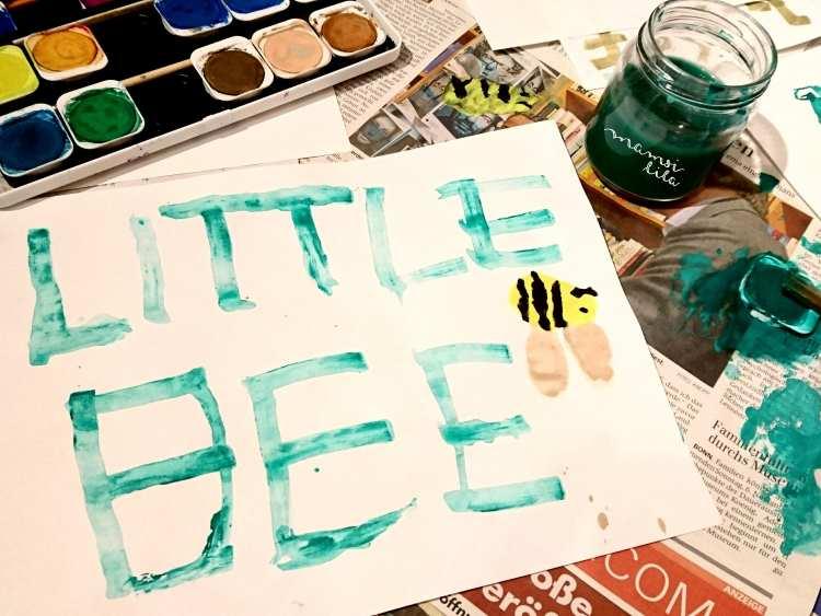 little bee - geschrieben mit einer Wäscheklammer