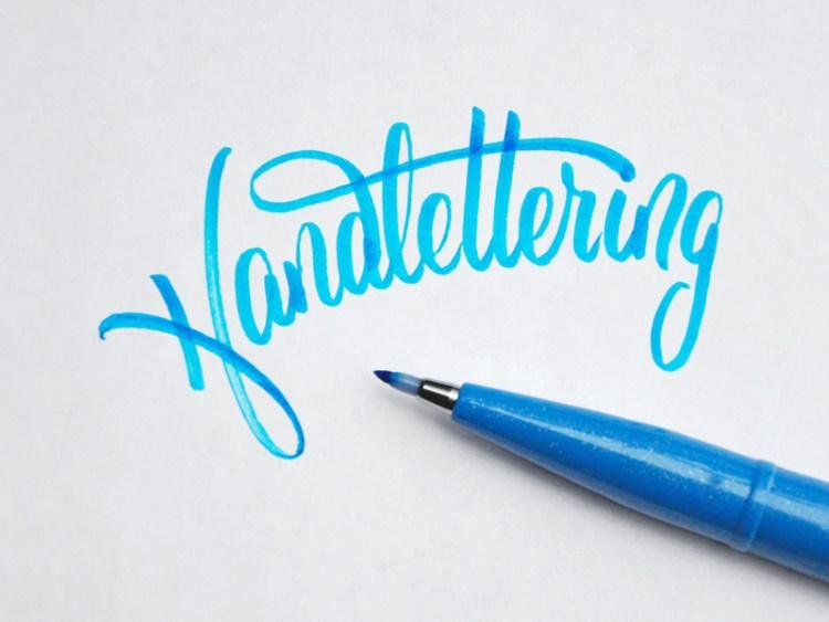 Handlettering in hellblau
