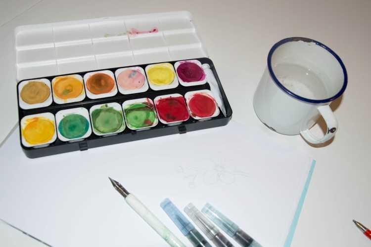 Material um mit Feder und Wasserfarbe zu lettern