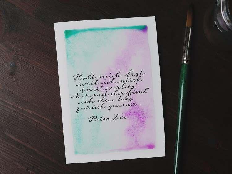 Handlettering - Kalligrafie Spruch mit einem zarten Aquarell Hintergrund