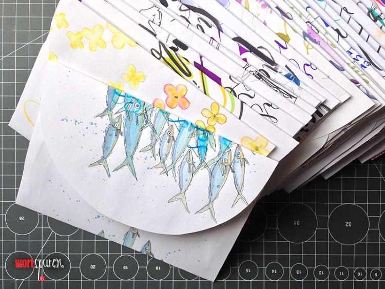 Ansammlung selbstgemachter Briefumschläge aus Schmierpapier