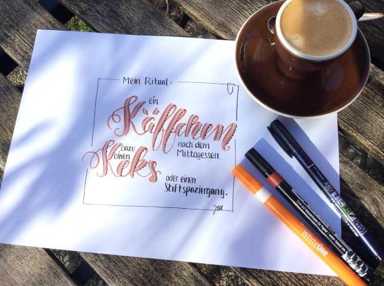 Handlettering mit Kaffee im Bild