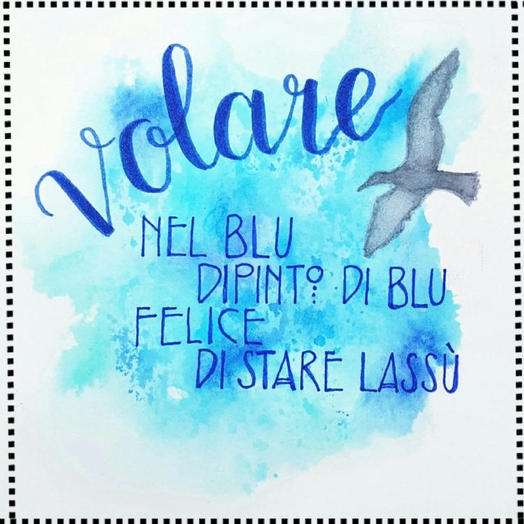 Handlettering volare - mit blauem Aquarell Hintergrund