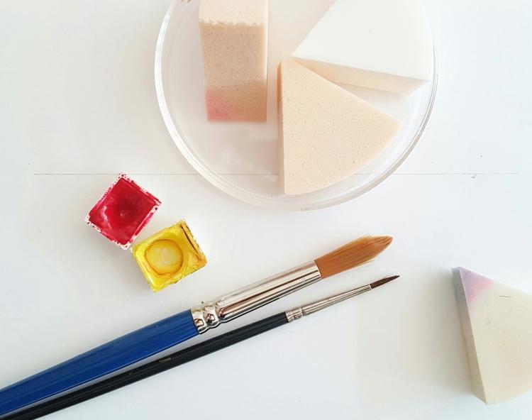 Material um mit einem Kosmetikschwamm zu lettern