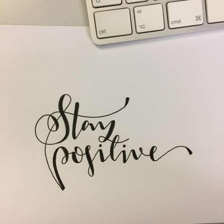Stay positive - Handlettering fotografieren um es anschliessend zu digitalisieren
