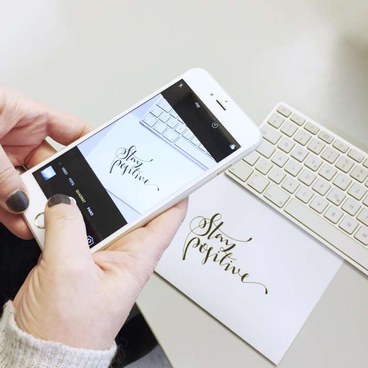 analoges Lettering fotografieren und danach digitalisieren