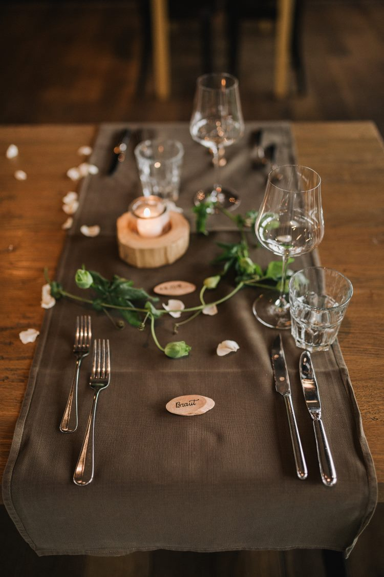 Braut - Namensschild am Hochzeits Tisch gelettert