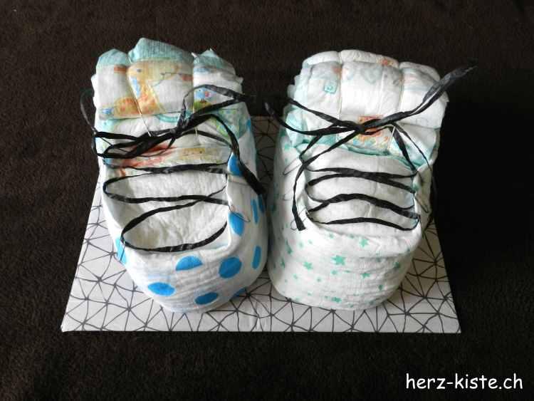 Windelschuhe als Geburtsgeschenk für Zwillinge