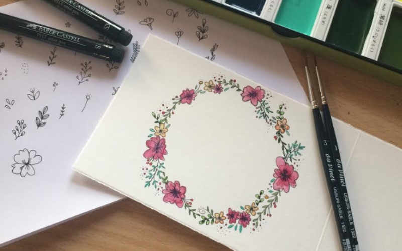 Blumenkränze malen als Verzierung für dein Lettering