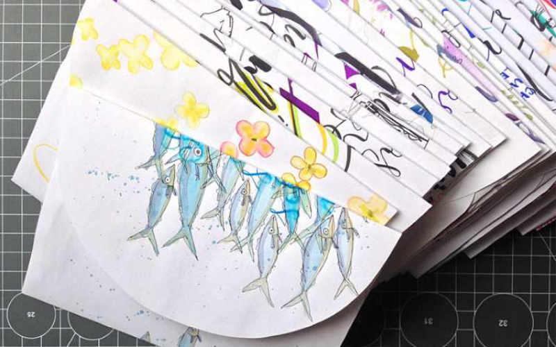 Briefumschläge selber machen aus Schmierpapier - Ansammlung von farbigen Briefumschlägen