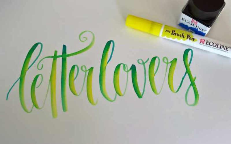 Letter Lovers - Brushlettering in gelb grün blau mit einem Farbmischeffekt