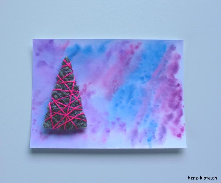 Tannenbaum aus Wolle auf Karte aufkleben