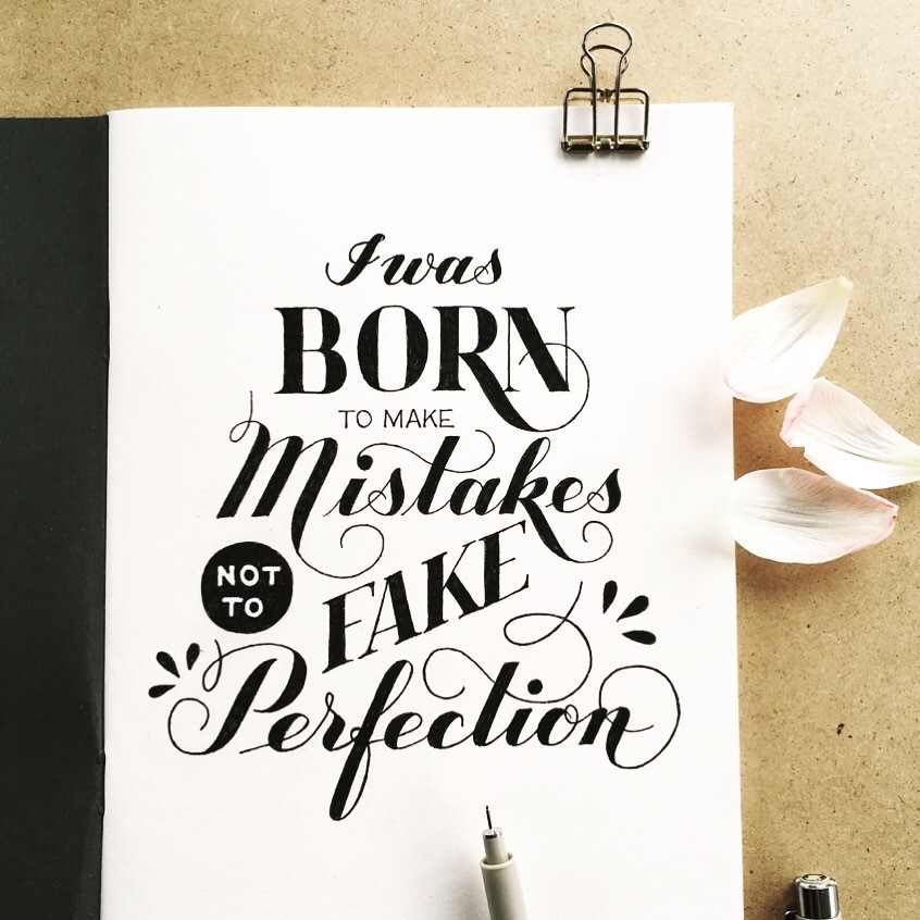 Schwarzweisses Lettering - i was born to make mistakes not to fake perfection