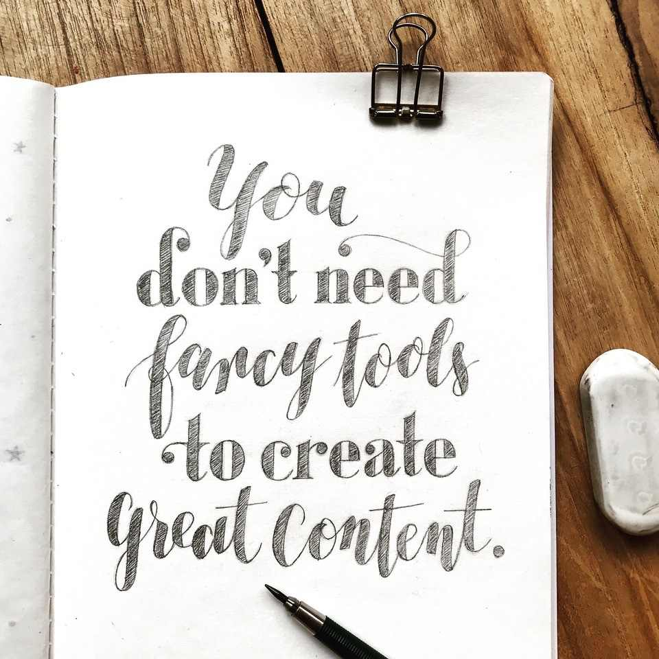 Handlettering mit Bleistift - you don't need fancy tools to create great content