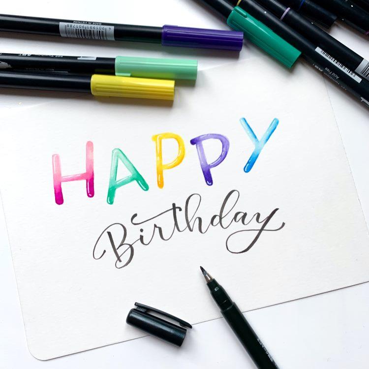 Happy Birthday Lettering mit Balloon Buchstaben und Brushlettering