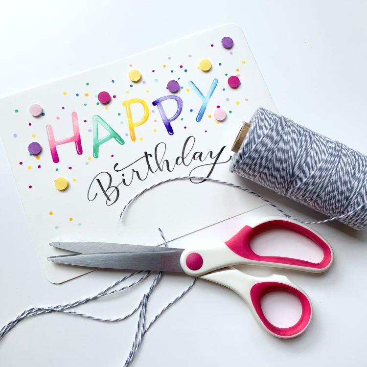 Faden abschneiden für eine Geburtstagskarte mit Balloon Buchstaben