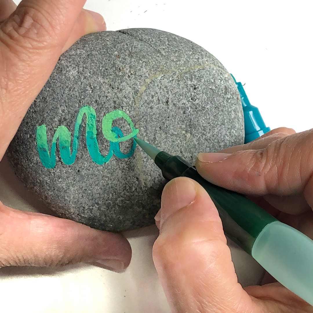 Blending eines Letterings auf einem Stein