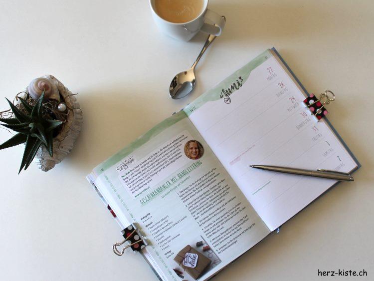"""Doppelseite Juni aus dem Buch """"Mein kreatives Jahr 2019"""""""