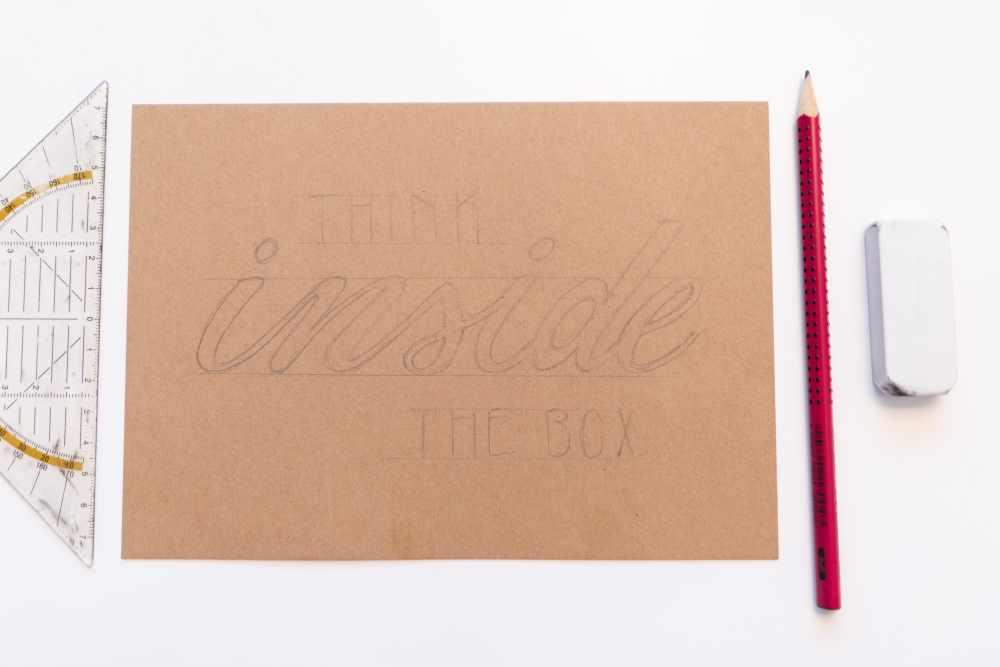 Lettering Skizze mit Bleistift