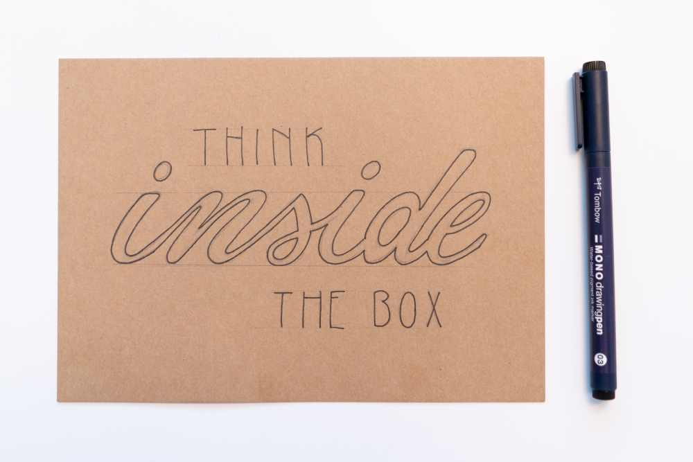 Lettering in schwarz monoline - think inside the box