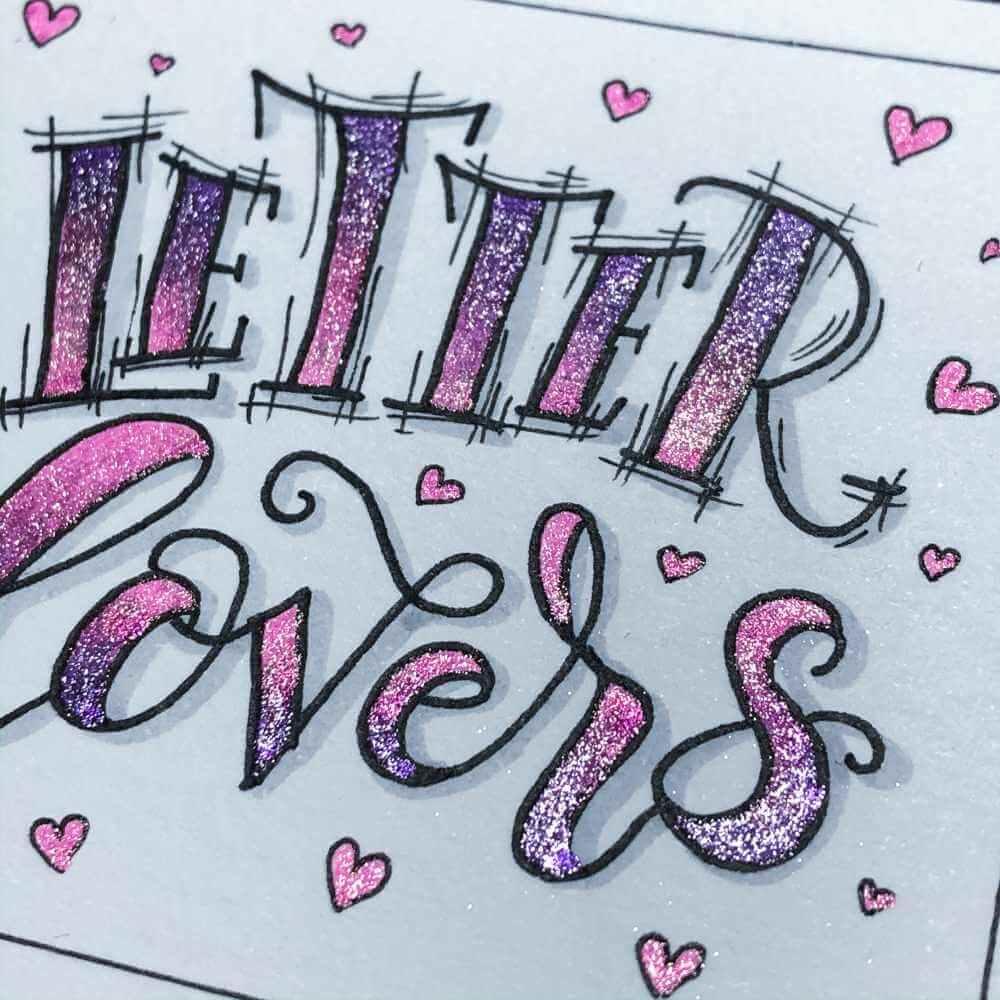 Nahaufnahme des Lettering Farbverlaufs mit Glitzerstiften