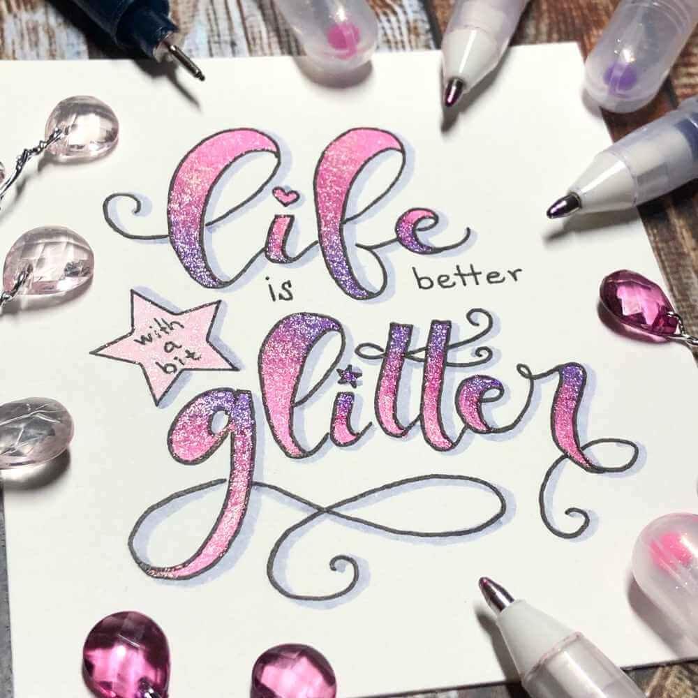 life is better with a bit glitter- Handlettering mit einem bunten Farbverlauf mit Glitzerstiften