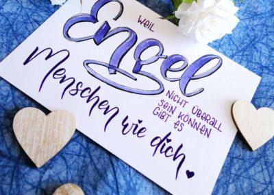 Karte mit Lettering: Weil Engel nicht überall sein können gib es Menschen wie dich