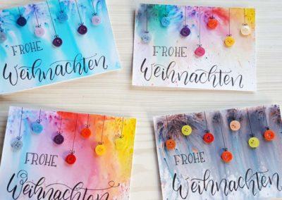 Bunte Weihnachtskarten mit Brush Lettering und Knöpfen