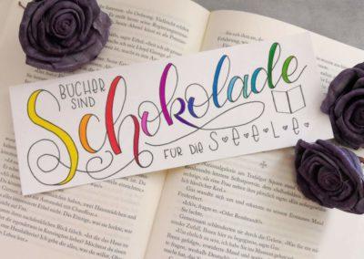Lettering Buchzeichen: Bücher sind Schokolade für die Seele