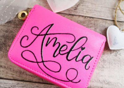 personalisierte Geldbörse mit Name Amelia im Lettering Stil