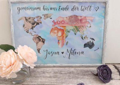 Geschenk für eine Reise mit einer Weltkarte und Geld
