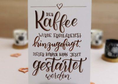 Spruch über Kaffee zum start in den Morgen mit Lettering