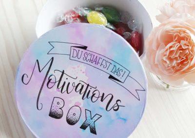 Motivations Box mit Lettering auf einer Schachtel zum verschenken