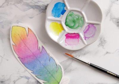 Watercolor Feder gemalt mit Regenbogenfarben - farbiges Aquarell