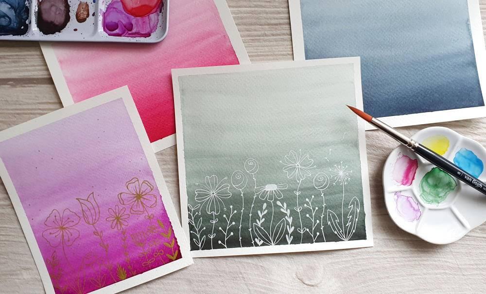 Aquarell Farbverlauf mit gezeichneten Blumen aus Fineliner