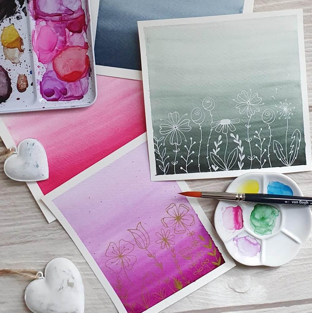zarte Farbverläufe in Aquarell mit Blumenwiese aus Fineliner